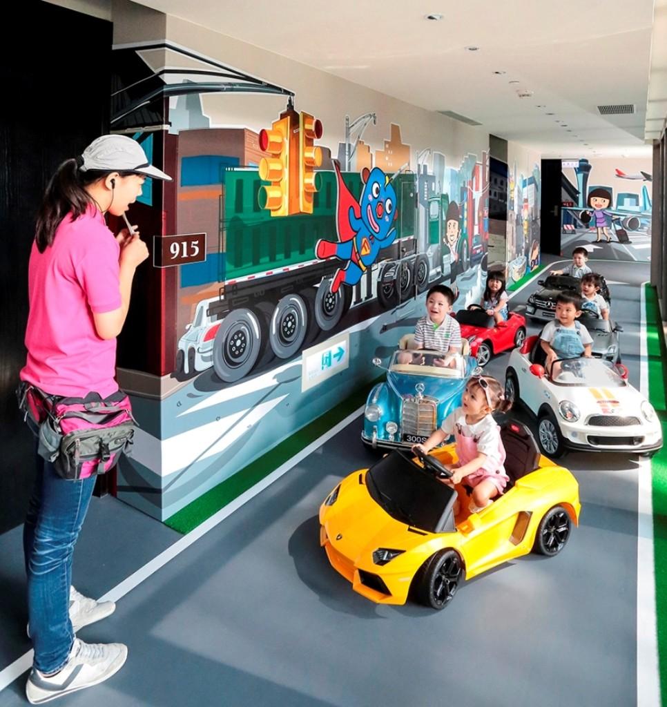 蘭城晶英酒店打造芬朵奇堡樓層 小朋友可以在客房廊道開著小汽車兜風