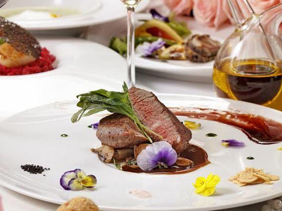 丹耶澧義大利餐廳情人節大餐:就用粉紅氛圍的甜菜根燉飯